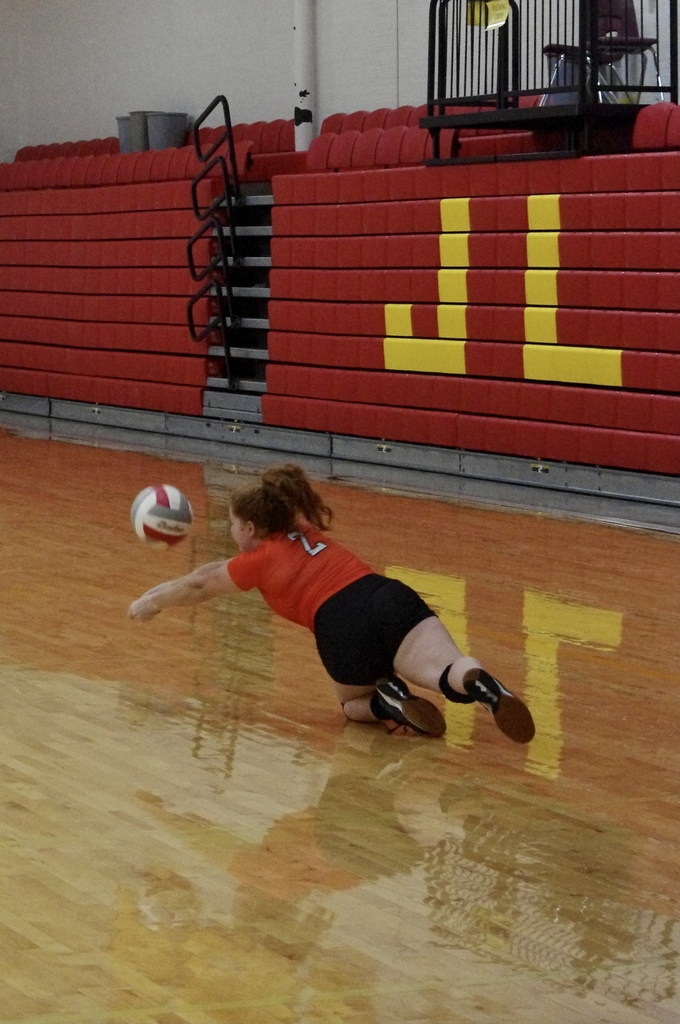 Allie Fuhrman diving to keep the ball off the floor