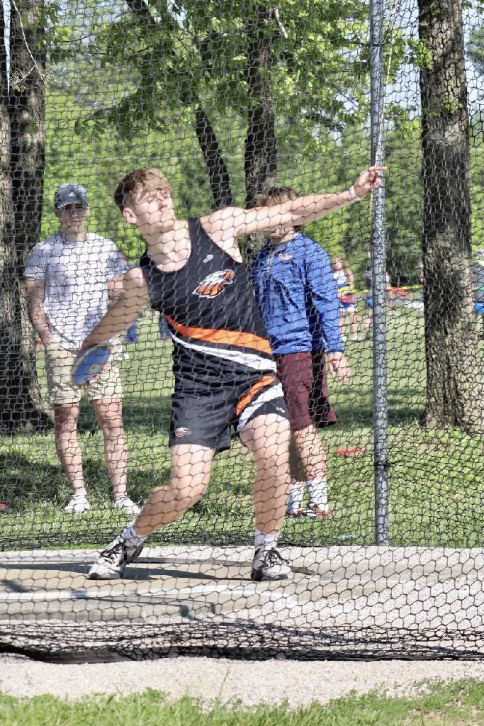 Ian McClure throwing the Discus.