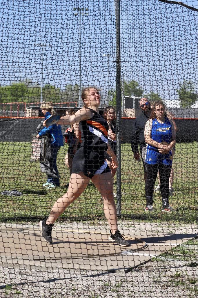 Sammie Hampton throwing the Discus.