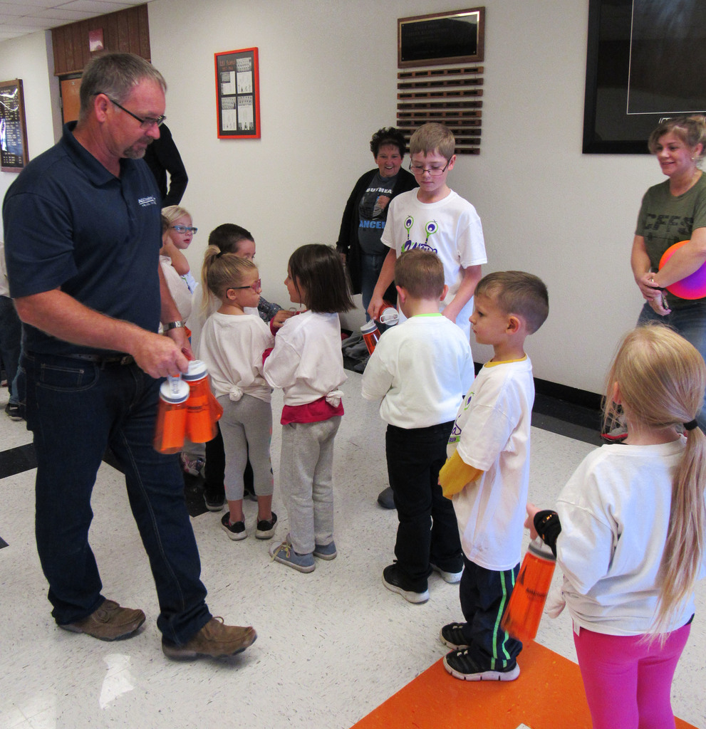 Chris Franklin of Ag Choice of Hepler distributing water bottles to the WBE kindergarteners.