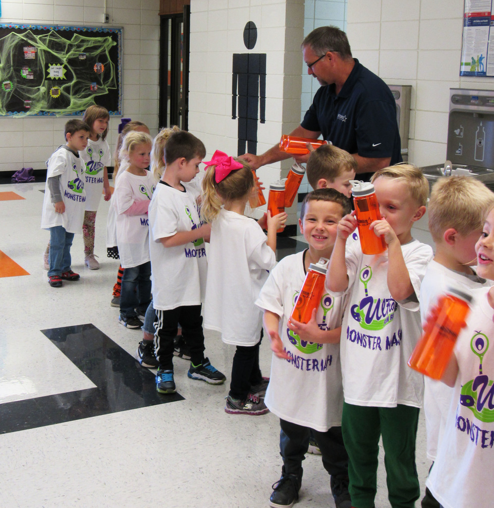 Chris Franklin, manager of Ag Choice of Hepler, distributing water bottles to the WBE kindergarteners.